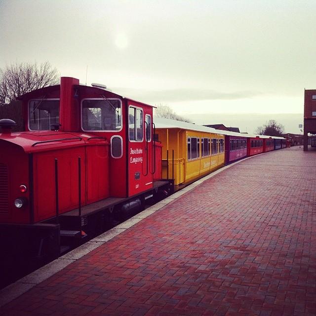 Inselbahn #langeoog #nordsee #inselstagram #instabahn #bahnsteig