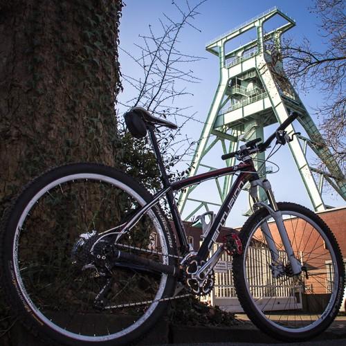 Bergbau-Museum mit Bike #bike #revier #ruhrpott #bochum #igbike #bikestagram #ruhrpott-foto