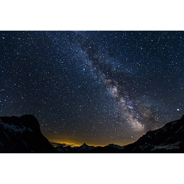 The Milkyway. Foto vom 06.06. bei Neumond. Aufgenommen in Osttirol mit Blick auf die Lasörlinggruppe. Picture taken in Austria from a cottage at 2200m. Direction south with view at Lasörling Group. #milkyway #nature #stars #mountains #landscape #night #picoftheday #danbergfoto